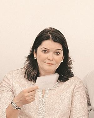Мать детей Киркорова вышла на публику