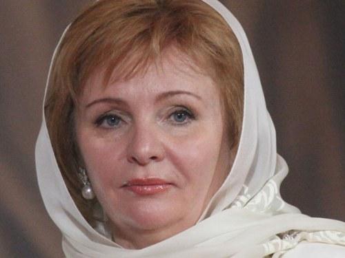 Картинки по запросу Вот с кем сейчас живет Людмила Путина! Никогда не поверите!
